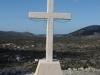 Križ ispred Crkve sv. Jure u Svincima