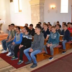 Susret biskupa Tomislava sa našim krizmanicima i krizmanicama