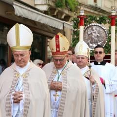 Pismo biskupa Splitske metropolije svećenicima i vjernicima o slavljenu svetih misa u vrijeme zaraze koronavirusom
